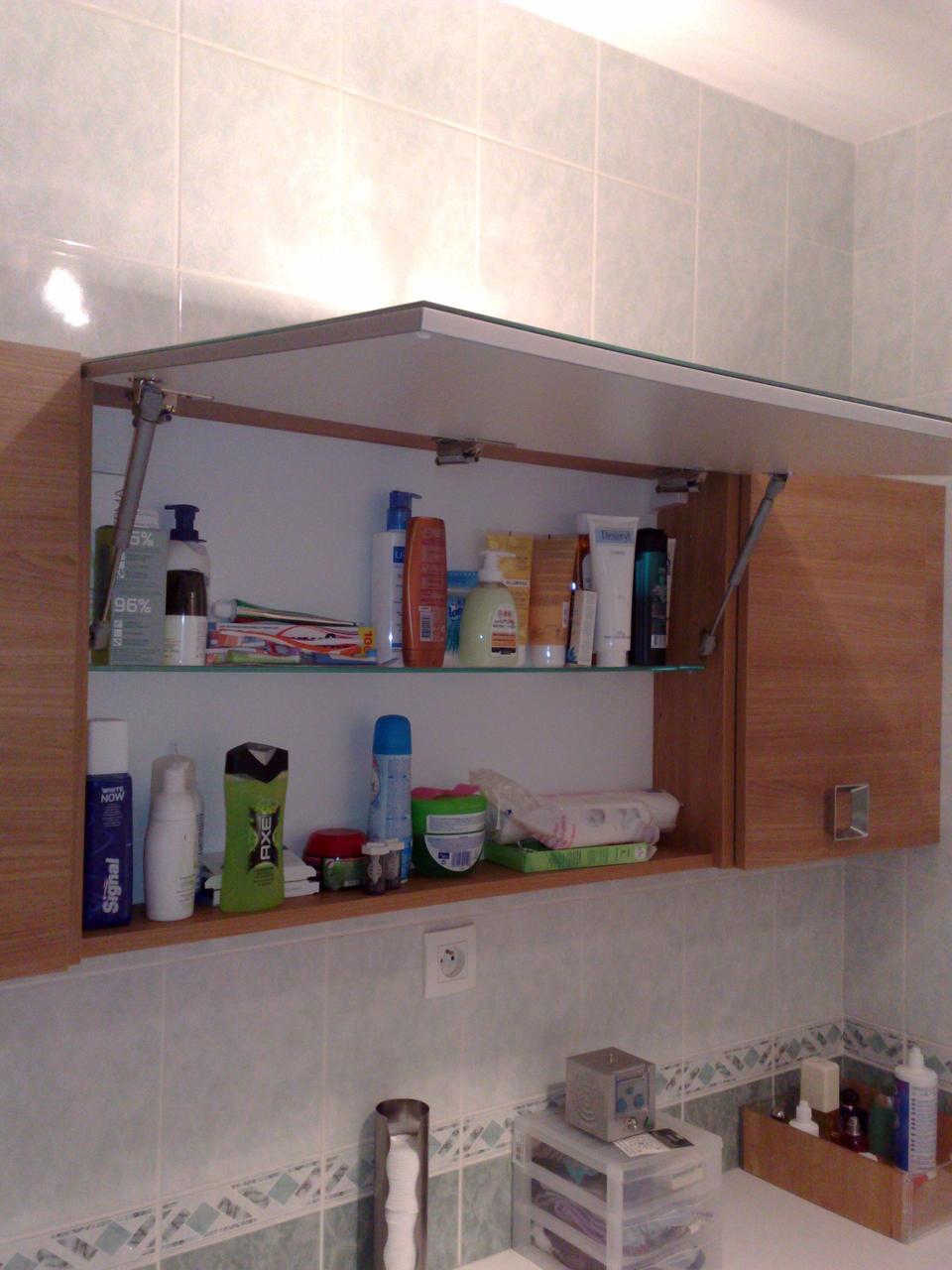 Détail armoire de toilette